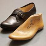 ダイナス製靴の創業者で木型職人でもある、菊地武男氏が何度も修正を重ねて削った木型。