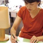 現在、型作りを一手に引き受ける佐藤みゆき氏。台東区の優秀技能者に認定されている。