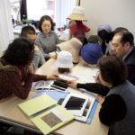新商品の企画会議には、社長、専務、社員が集まり、アイデアを膨らませる。ワンシーズンに手がける帽子のデザインは100を超えるという。