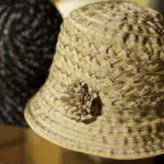 四つ編み状のブレードを縫いあげてできたオリジナルの帽子。