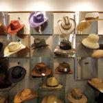 ニット、布帛(ふはく)、ブレード帽子…あらゆる素材の帽子を得意とする。