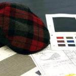 社内にはサンプル作りもできる、専任のデザイナーが在籍。トレンドに合わせた帽子を柔軟に提案している。