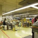 広々とした自社工場では、ベルトのほか、財布の製造ラインをこれから拡充する予定。
