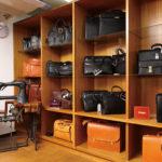 ビジネスバッグの製造も得意とする。自社ブランドの「ギャラリーボックス」「トリーガー」は、国内生産にこだわった品質の高さが自慢。