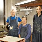 職人は、すべてベテラン揃い。社長も営業部長も繁忙期は工房に入る。