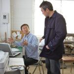 生産管理のトップを務める深山佳男取締役は、本社から歩いて数分の距離にあるサンプルルームにデスクを構える。