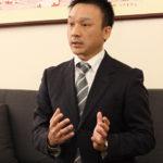 2代目社長の重松良克氏は、大阪本社、東京支社、海外工場を頻繁に行き来している。