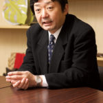 3代目社長の坂本収さん。大学卒業後、大阪のバッグメーカーを経て、サンバッグ坂本に入社した。