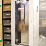 バッグの耐荷重を測定する機械は自社で開発した。
