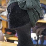 プリーツがお洒落なターバン帽子。
