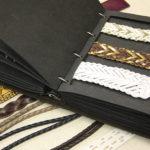 得意先がイメージしやすいよう素材の見本帳が豊富に用意されている。
